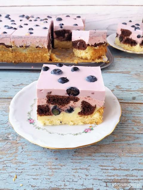 Ciasto Jagodowe Ombre z kremem budyniowym i borówkami przepis