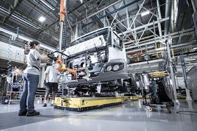 Produção de caminhões avança 38% no semestre