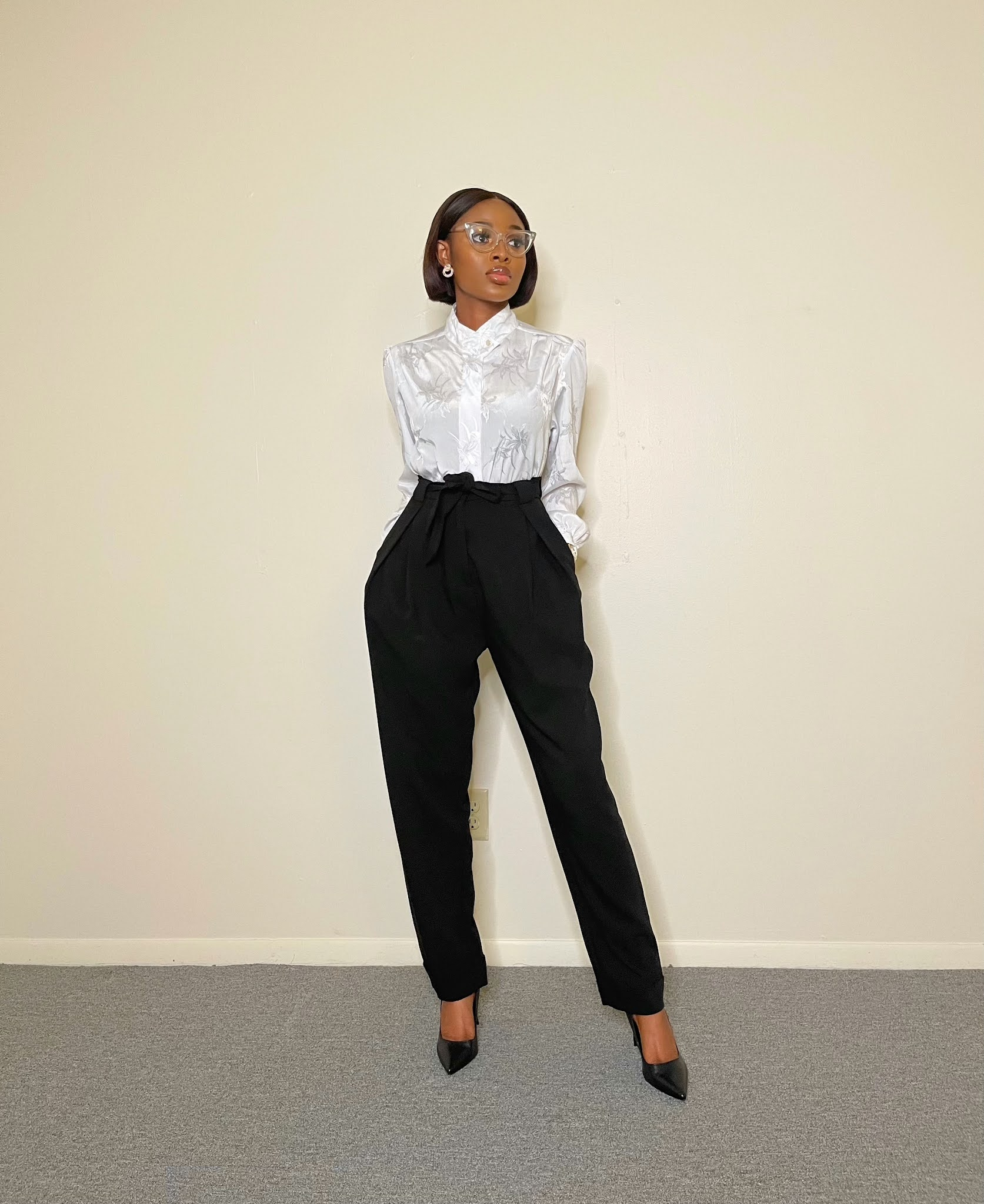 How to wear monochrome outfit to work