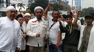 Sebut Para Pendemo Sampah Demokrasi, Ngabalin Sepertinya Lupa Pernah Ikut Demo