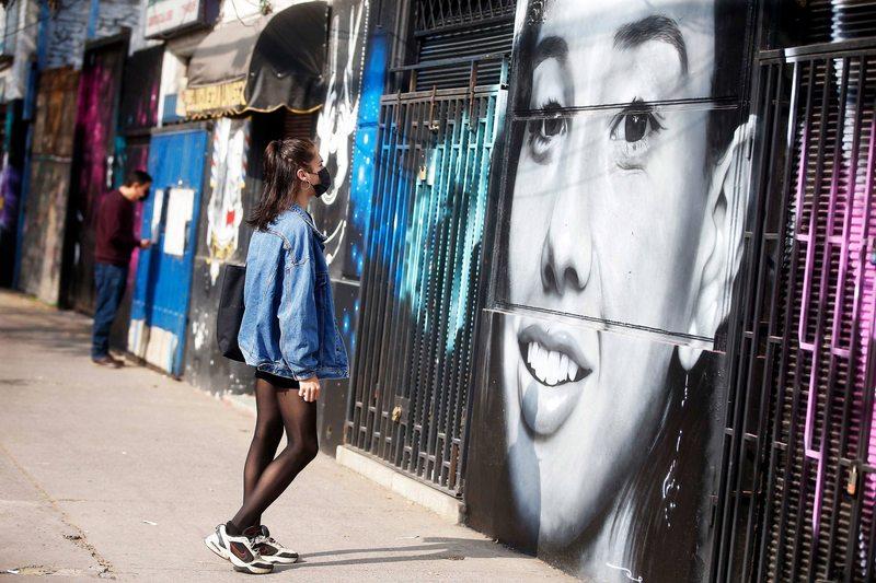 Christiane Endler brilla en mural de mujeres en Carrascal