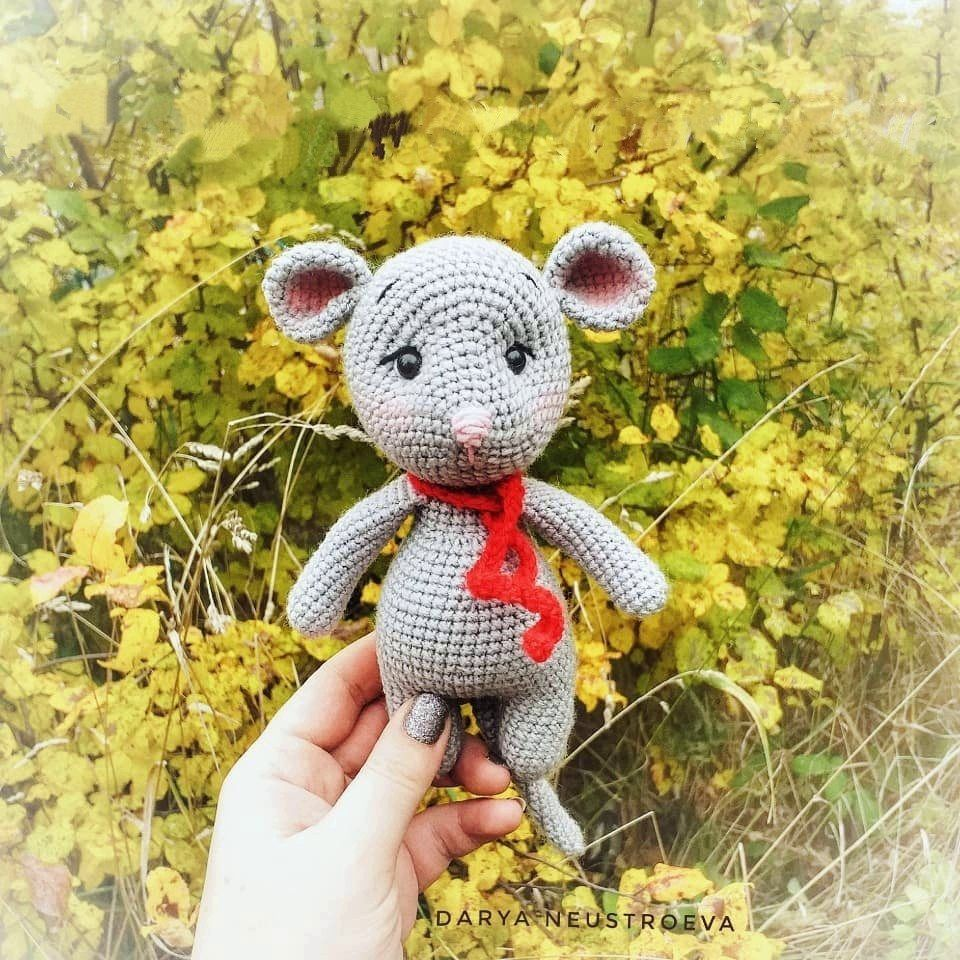 Morris the Mouse Free Crochet Pattern...hehehe I had to pin this ...   960x960