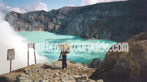 Miners Ijen Crater Banyuwangi