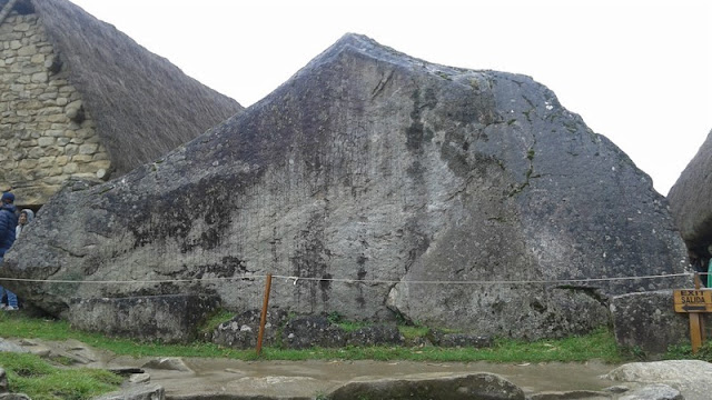 Machupicchu, roca sagrada inicio sendero Huayna Picchu