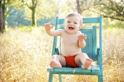 bayi 8 bulan belum bisa duduk sendiri dan merangkak