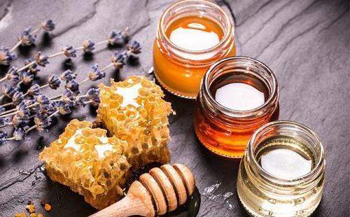 Da đẹp hết nám chỉ với mật ong