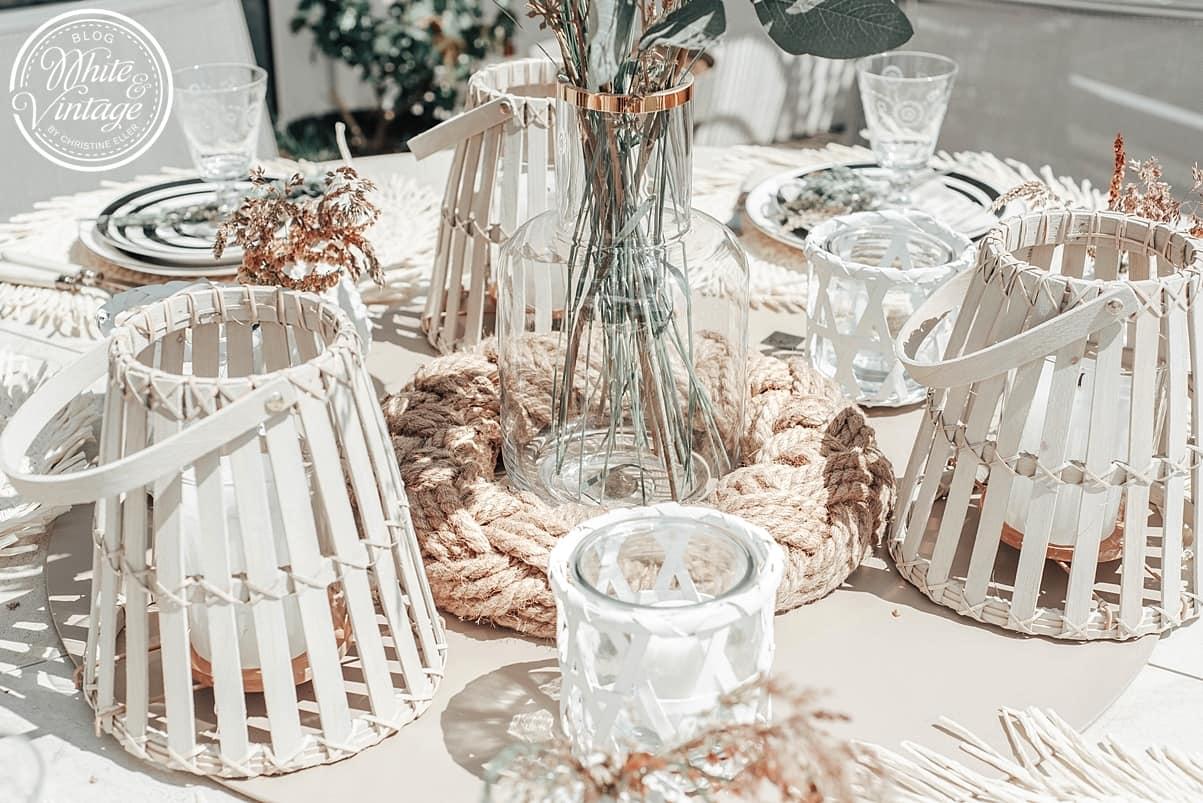 Tisch dekorieren mit Kerzen und Windlichtern