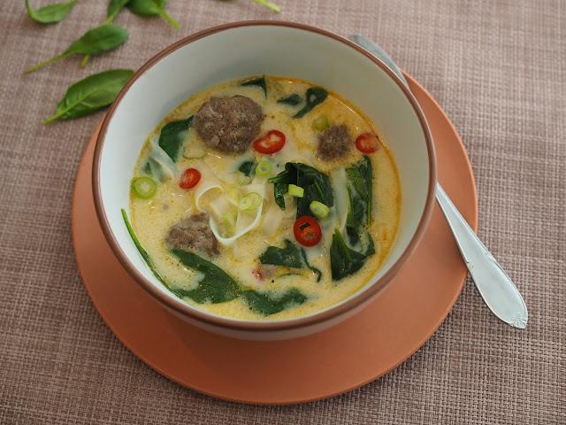 keitto lihapulla nuudeli curry kookos