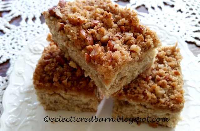 Eclectic Red Barn: Banana Cake with Pecan Crumb Topping