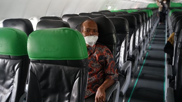 Andre Rosiade Penuhi Janji, Pria Viral Tidur di Trotoar Tiba di Padang