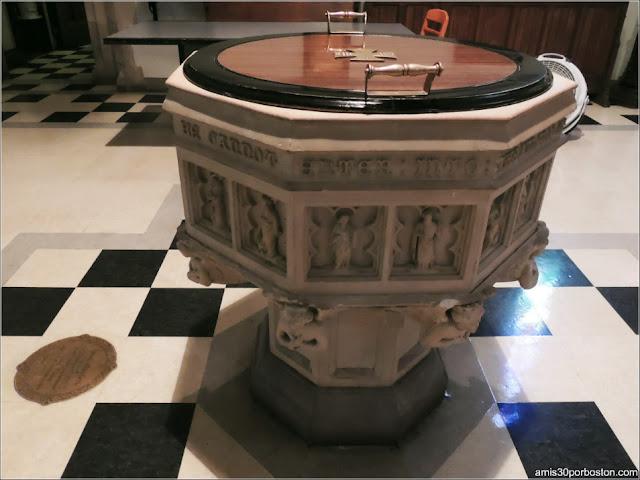 Catedral de Christ Church: Pila Bautismal