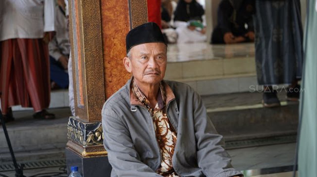 Kakek Usman Gowes Ontel 36 Km ke Tebu Ireng, Takziah Gus Sholah