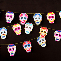 http://www.ohohdeco.com/2015/10/halloween-calavera-skull-garland.html