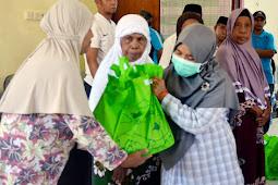 Ramadhan Berbagi, Turaya Samal Serahkan Bantuan 100 Paket Sembako di Iha Kulur