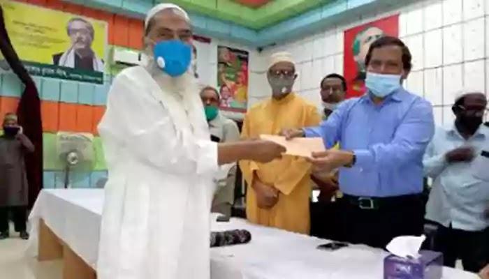 মাদারগঞ্জে ৬২৬টি মসজিদের ইমামদের সরকারের উপহার বিতরণ
