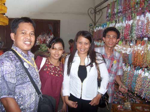 BACKPACKER :  Saya dab kawan kawan dari berbagai daerah di indonesia yang sama sama trip ke Bali.  Dokumen pribadi