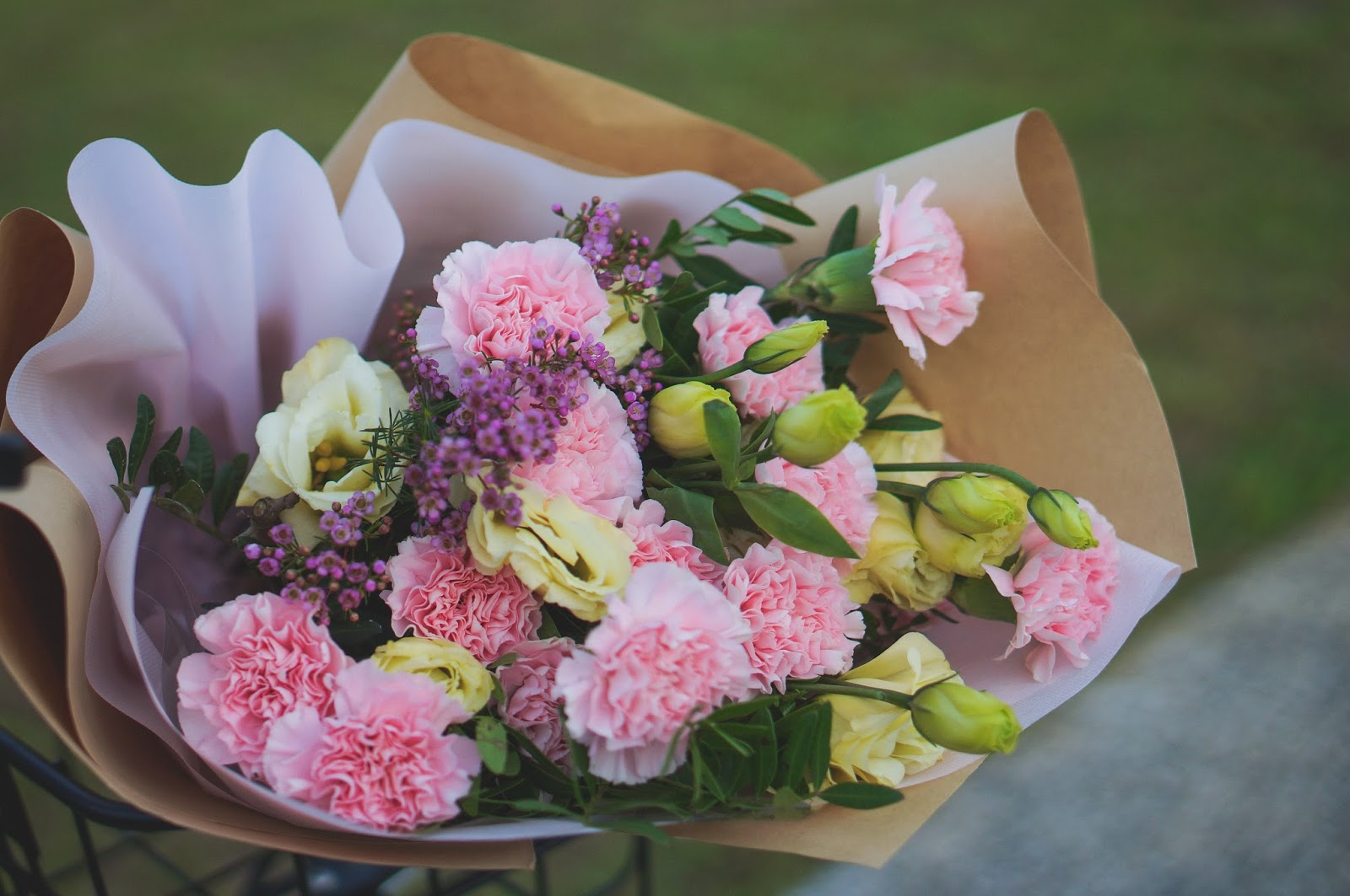 Floral Garage Singapore\'s Premium Freestyle Bouquet (Pink Carnation ...