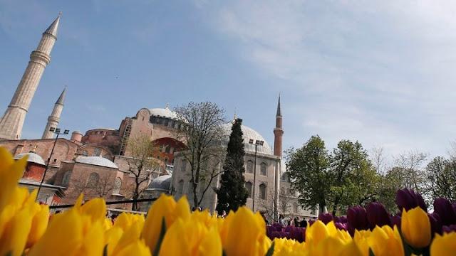 Η UNESCO προτρέπει σε «διάλογο»  την Άγκυρα για την Αγία Σοφία