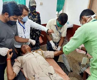 पीडीएस दुकान की जांच करने गए अधिकारियों पर हमला, DSP के वाहन का शीशा टूटा; जवान जख्मी