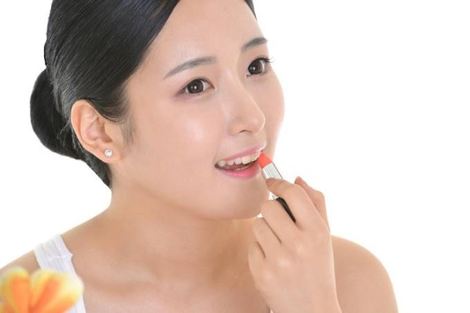10 Varian Warna Lipstik Yang Cocok Untuk Tipe Kulit Tropis