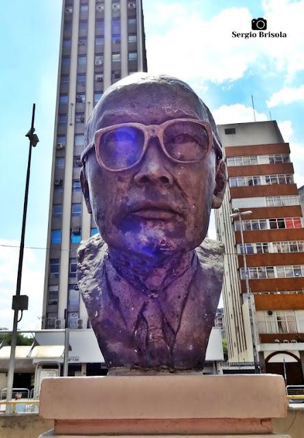 Close-up da Escultura Tsuyoshi Mizumoto - Praça da Liberdade - São Paulo
