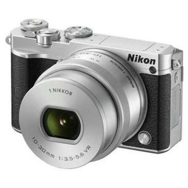 Nikon 1 j5 : 20.8 MP (5-6 Jutaan)