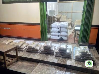 Benih padi yang dibeli    EUIS SUTARSIH Sukoharjo, Jateng.    (Sebelum packing karung ke-2).