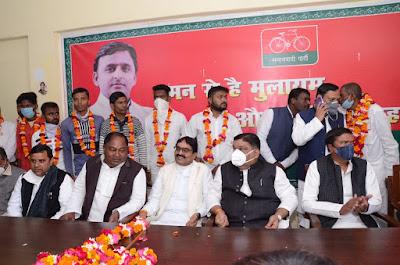 सपा में शामिल हुए कश्यप समाज सहित भाजपा और बसपा के सैकड़ों कार्यकर्ता