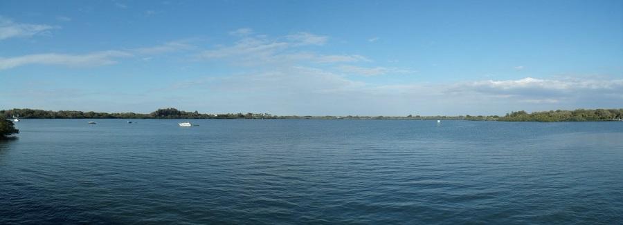 Terra Ceia Bay mirando hacia el este desde el puente de la US 19