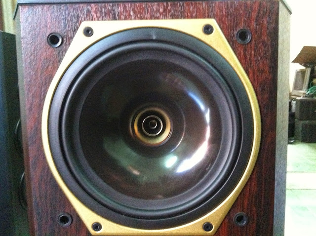 Cận cảnh loa đồng trục Tannoy 708 - Made in England