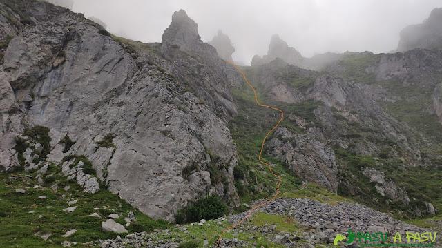 Primer tramo de Las Colgás de camino al Tapinón