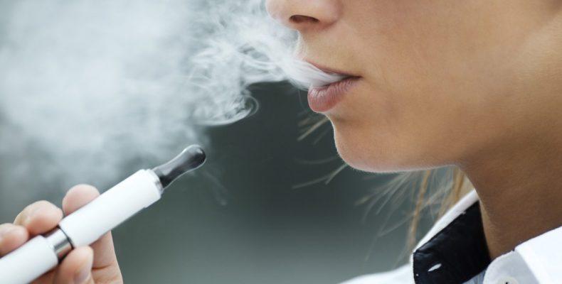 ΗΠΑ: 12 θάνατοι που συνδέονται με το ηλεκτρονικό τσιγάρο - 800 κρούσματα με πνευμονολογικά προβλήματα