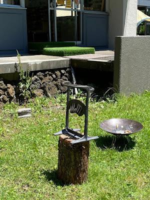 レイクロッジヤマナカ 本館前に置いてあるキンドリングクラッカー