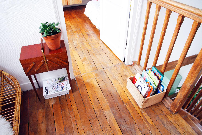 merci raoul et les tag res caisses vin pour ranger les livres. Black Bedroom Furniture Sets. Home Design Ideas
