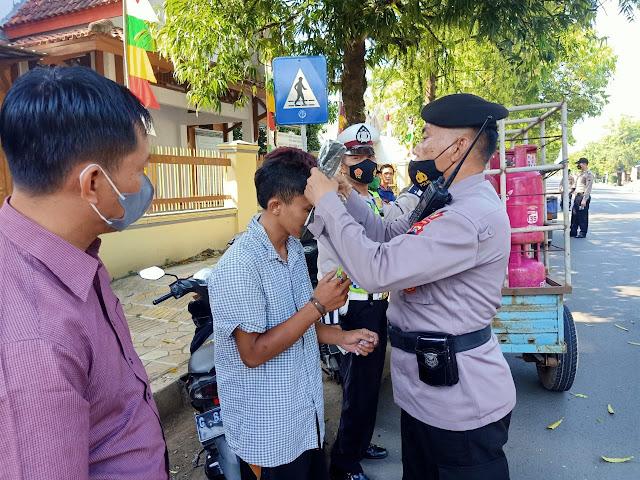 Polres Batang Gencar Lakukan Operasi Yustisi dan Bagikan Masker
