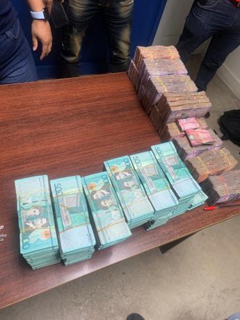 La Policía recupera más de 3 millones 900 mil pesos de robo a camión de valores de empresa en Santiago