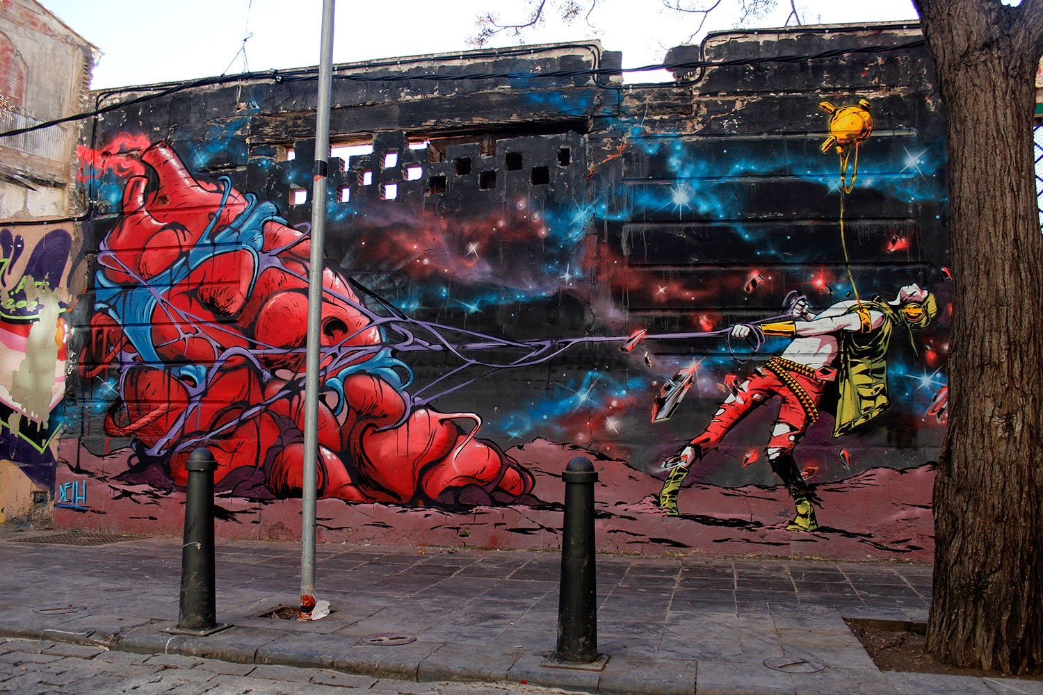Our friend Deih is currently in his hometown of Valencia in Spain where he just wrapped up two brand new murals.