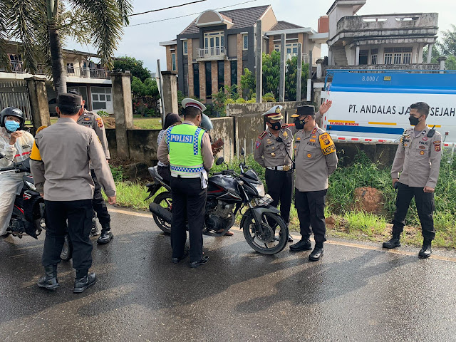 PPKM Level 4, Kapolda Jambi Tinjau Langsung pos penyekatan di pintu masuk kota Jambi