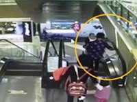 Nenek Ini Gendong Bayi 4 Bulan Dengan Tangan Kiri, Saat Turun Lewat Eskalator Berakhir Tragis