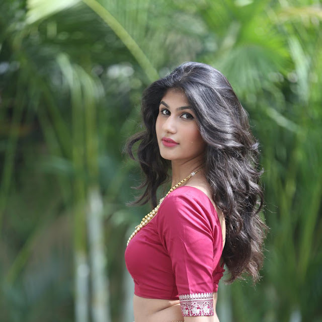 Nidhhi Tapadiaa  (Indian Actress) Wiki, Age, Height, Family, Career, Awards, and Many More...