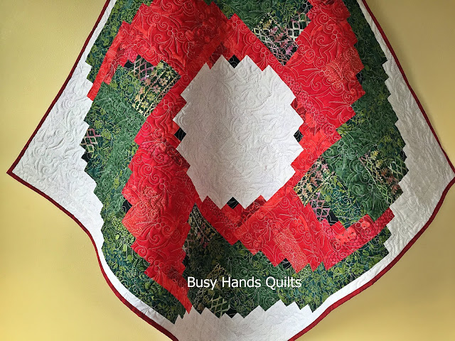 Log Cabin Christmas Tree Quilt.Busy Hands Quilts Christmas Log Cabin Wreath Quilt