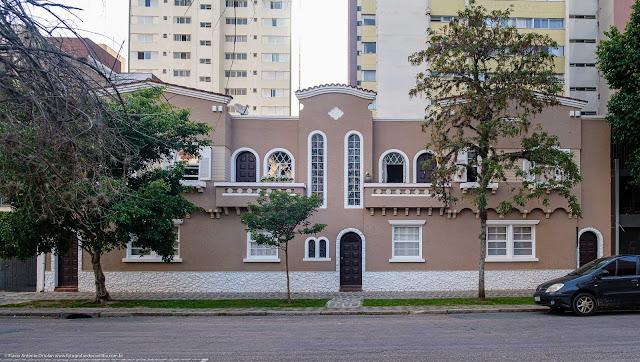 Predinho na Rua Francisco Torres