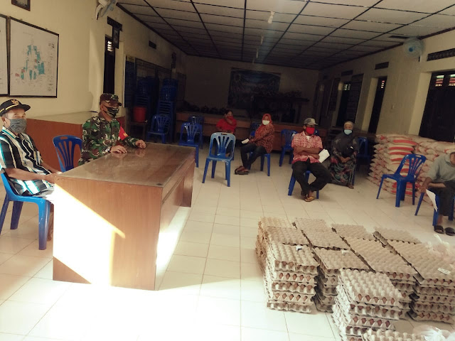 Babinsa Dampingi Penyaluran BSNT Di Prambanan