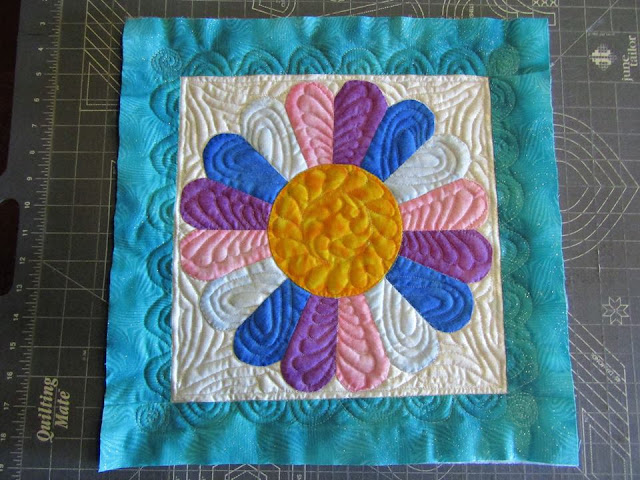 How to quilt a dresden plate quilt block
