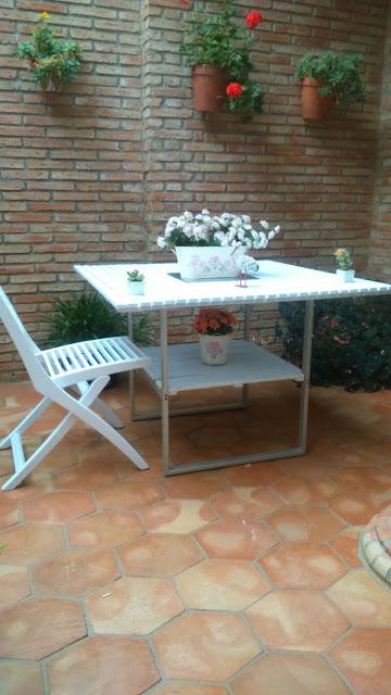 patio revestido de ladrillo taco y suelo de barro cocido con forma hexagonal