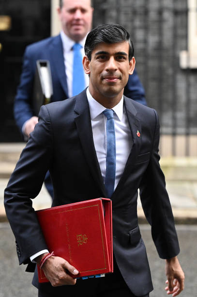 Coronavirus: NHS announces £3 billion  but Sunak predicts 'economic shock
