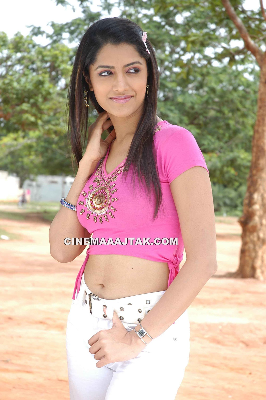 https://1.bp.blogspot.com/-3V0UX27EG6k/T-vhHM-aT0I/AAAAAAAAJHs/JdUNeLi3qzA/s1600/Mamta+Mohan+Das+Looking+Hot+In+Koruku+Pettai+Coolie+Movie+Latest+Images+ (2) .jpg