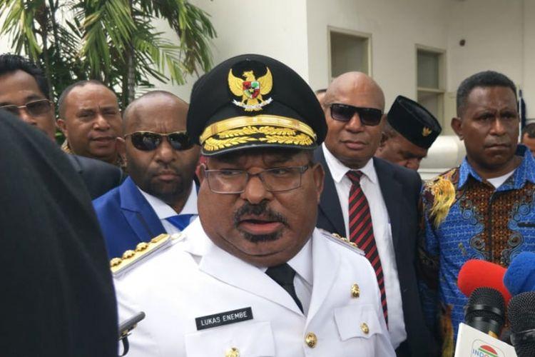 Diduga Bawa Kabur Dana Otsus Papua, Netizen Desak Gubernur Enembe Dipenjarakan