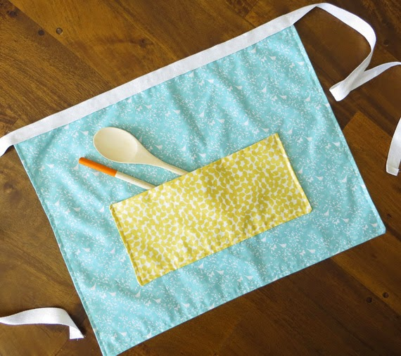 Fat quarter apron finished product #creativegreenliving
