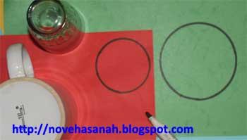 ada 2 pola lingkaran yang diperlukan untuk membuat burung dari kertas ini. satu lingkaran berukuran lebih besar dari lingkaran yang satunya lagi